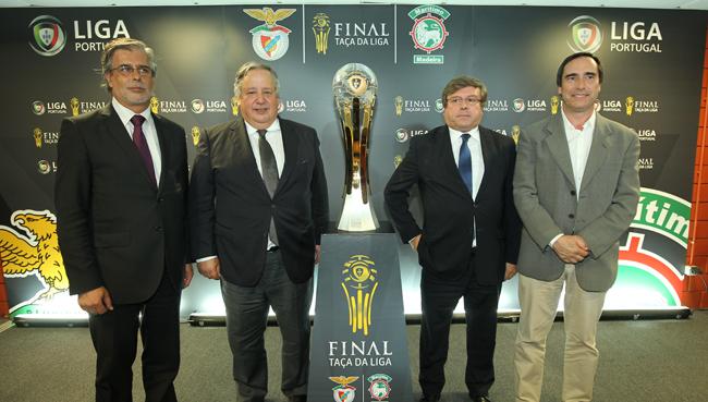 Os representas da Câmara de Coimbra, da Liga e da Académica na apresentação da final de 2015.