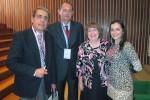 os professores Manuel Mariz, Arménio Cruz (ambos da ESEnfC) e Cheryl Lehman (Universidade do Texas) com a enfermeira Maria Loureiro.