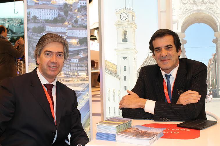 Imagem disponibixada pela Turismo do Centro, com Pedro Machado a osar ao lado de Rui Moreira, edial do Porto