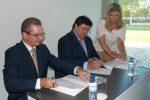 Na foto, da esquerda para a direita, Rafael Franco, membro da direção da AESE, Ivo Pimentel, administrador executivo da FBB, Teresa Monteiro, responsável do Centro de Formação Bissaya Barreto.