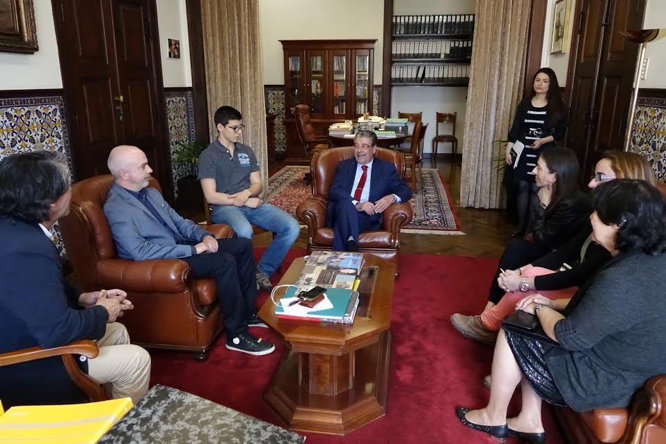 Presidente da CMC com representantes da Associação de Pais da José Falcão