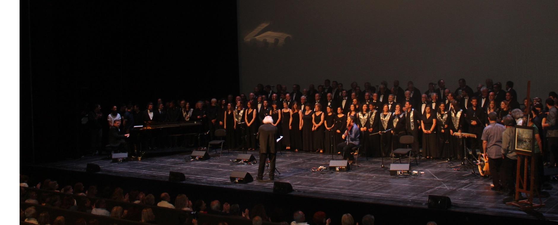 A festa terminou em beleza com todos os artistas em palco com o Coro dos Antigos Orfeonistas
