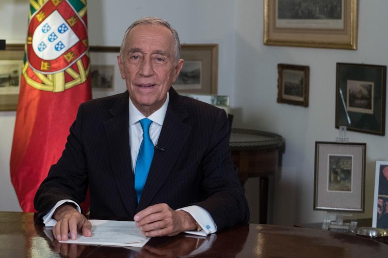 Resultado de imagem para Presidente da República devolve ao Governo diploma dos professores
