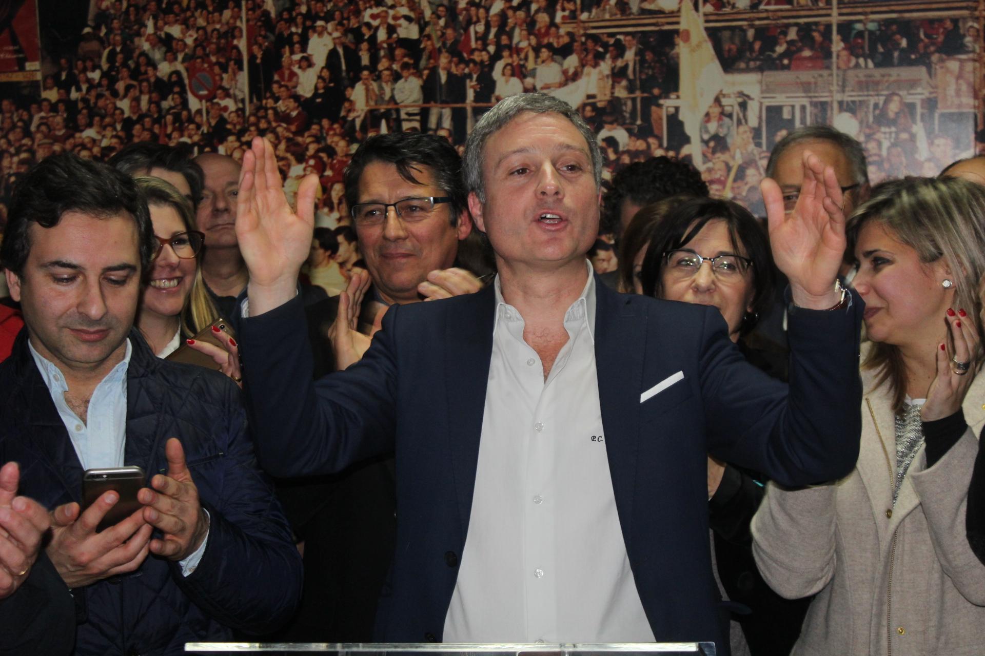 Pedro Coimbra celebrou vitória na sede do PS na Oliveira Matos